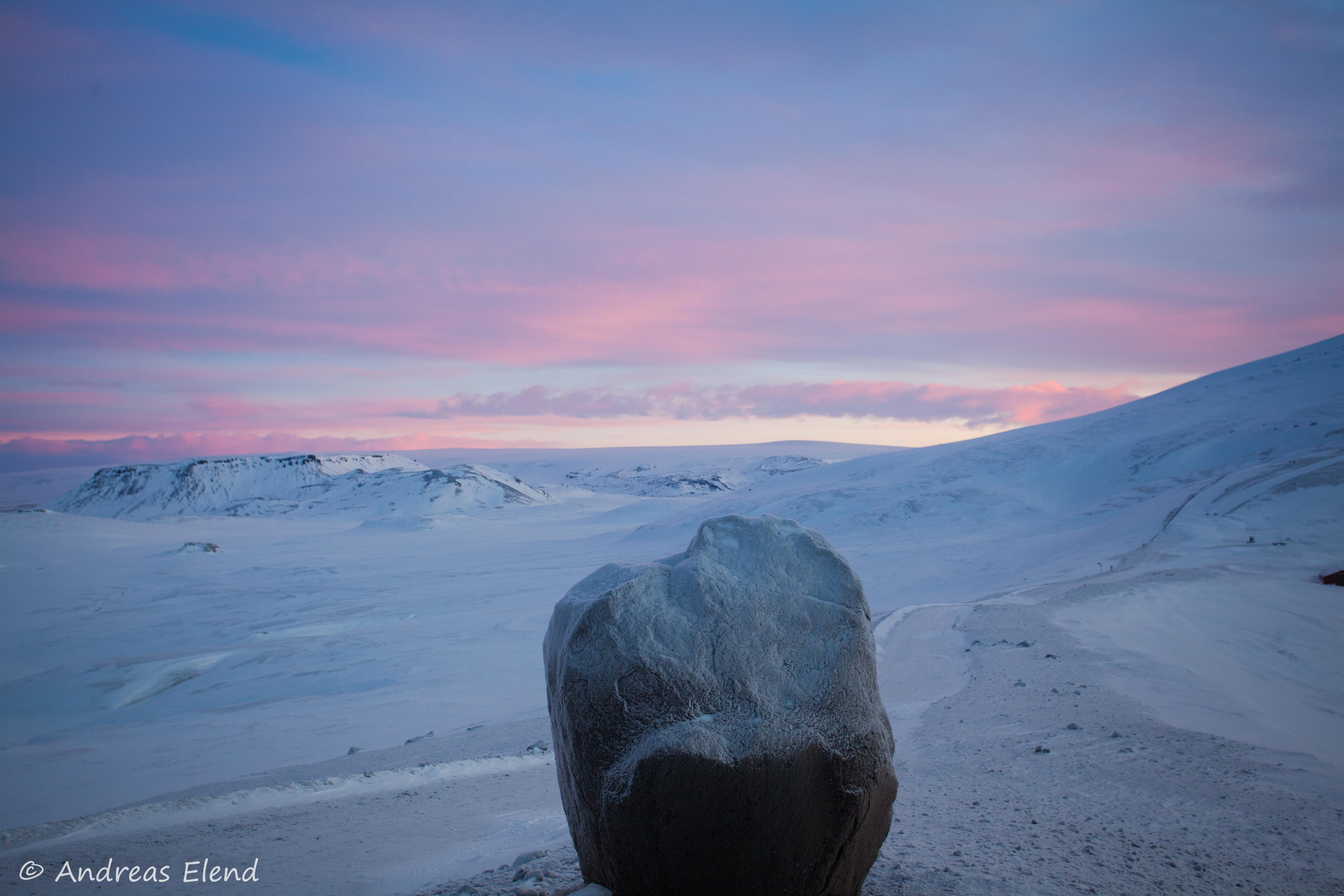 Sonnenaufgang im eisigen Hochland